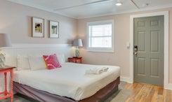 See Sea Motel | Room 5: Hang Five - King